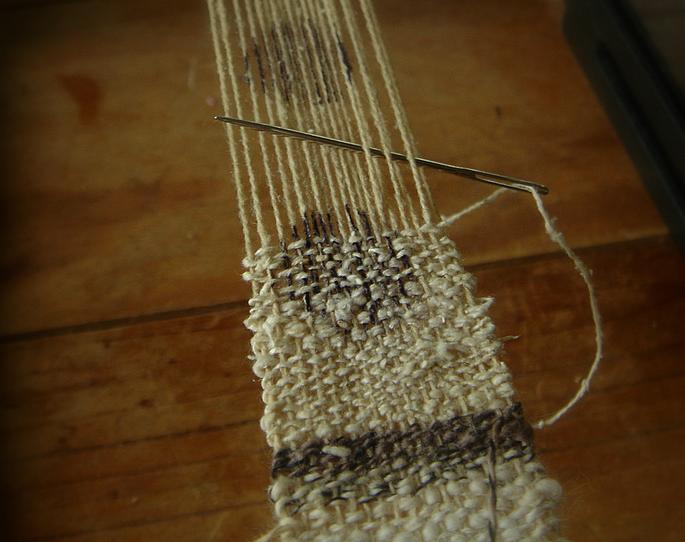 Weaving dots
