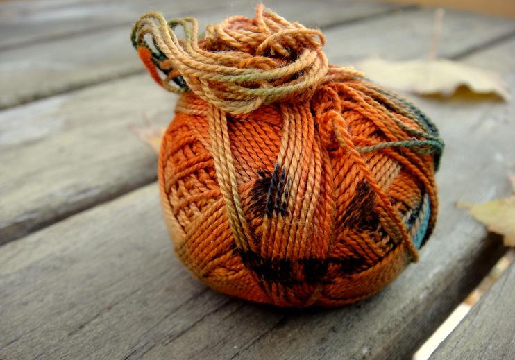 Thread pumpkin