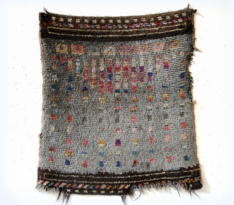 Pile woven carpet