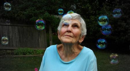 Mom_with_bubbles
